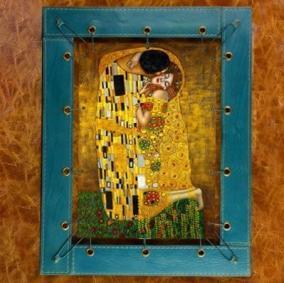 """Картина из кожи """"Поцелуй"""", сплошной холст от 9 000 руб"""