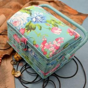 "Шкатулка для рукоделия ""Цветы на голубом"" цена от 1 620 руб"